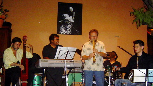Peter Ross performing in Mexico